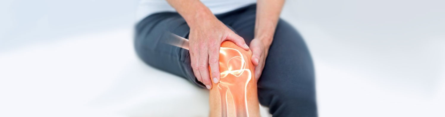Stem cell therapy for knees: this is a picture of a person in pain holding their knee with a 3d image displaying the source of pain inside the knee.