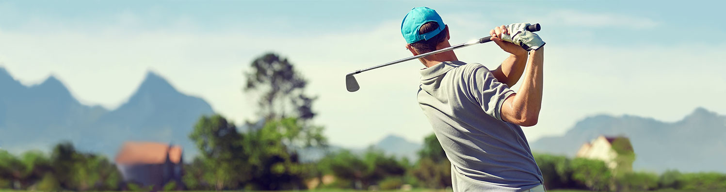Stem cell therapy for shoulders: picture of a man swinging a golf club with ease instead of pain.